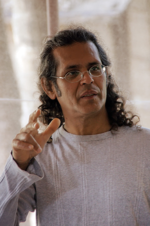 Learn Iyengar Yoga from the Yoga Master Sharat Arora